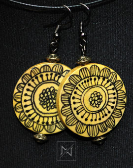 Earrings with floral rustic motif